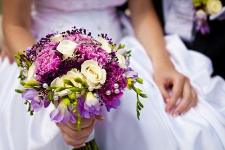 white-and-red-roses-bouquet-wedding-image3