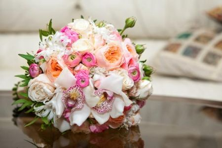 white-and-red-roses-bouquet-wedding-image5
